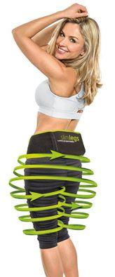 una ragazza bionda che sta utilizzando la cintura dimagrante Slim Belly e delle frecce verdi che mostrano l'area in cui opera la cintura