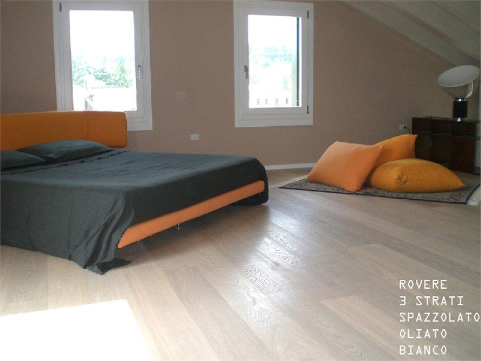 pavimento in rovere a 3 strati: spazzolato oliato bianco