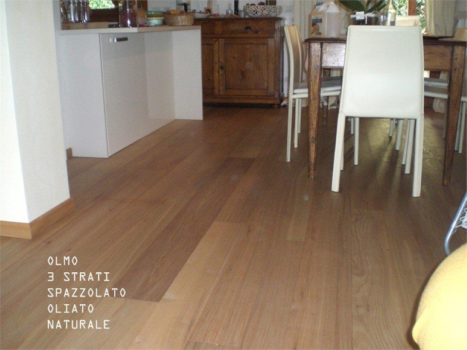 pavimento olmo a 3 strati: spazzolato, oliato, naturale