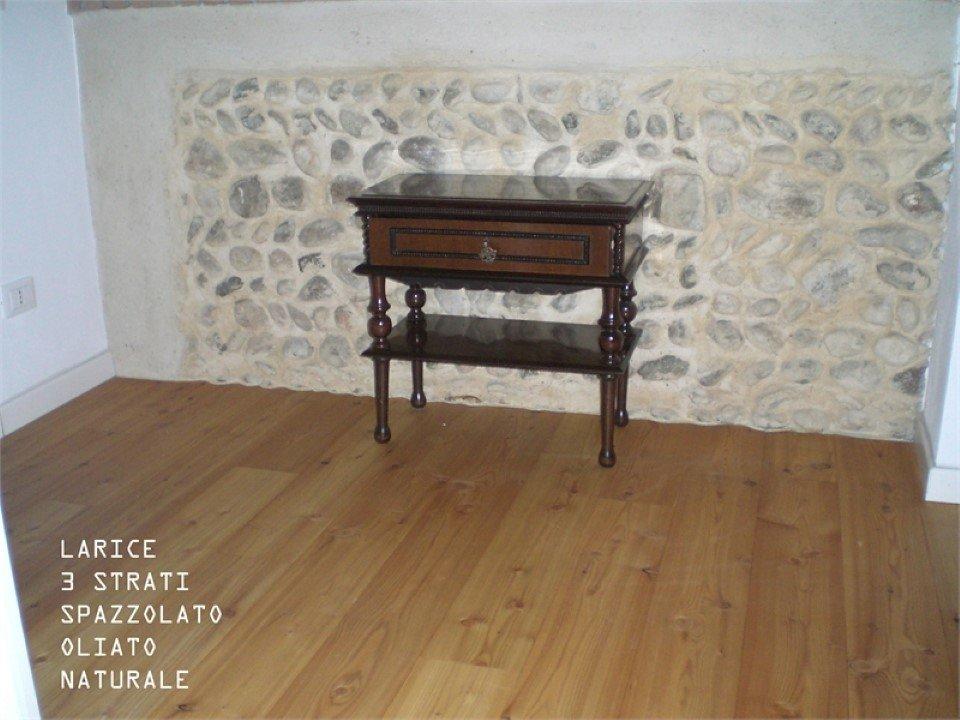 pavimento in larice a 3 strati: spazzolato, oliato, naturale