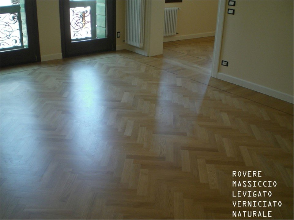pavimento in rovere massiccio: levigato, verniciato, naturale