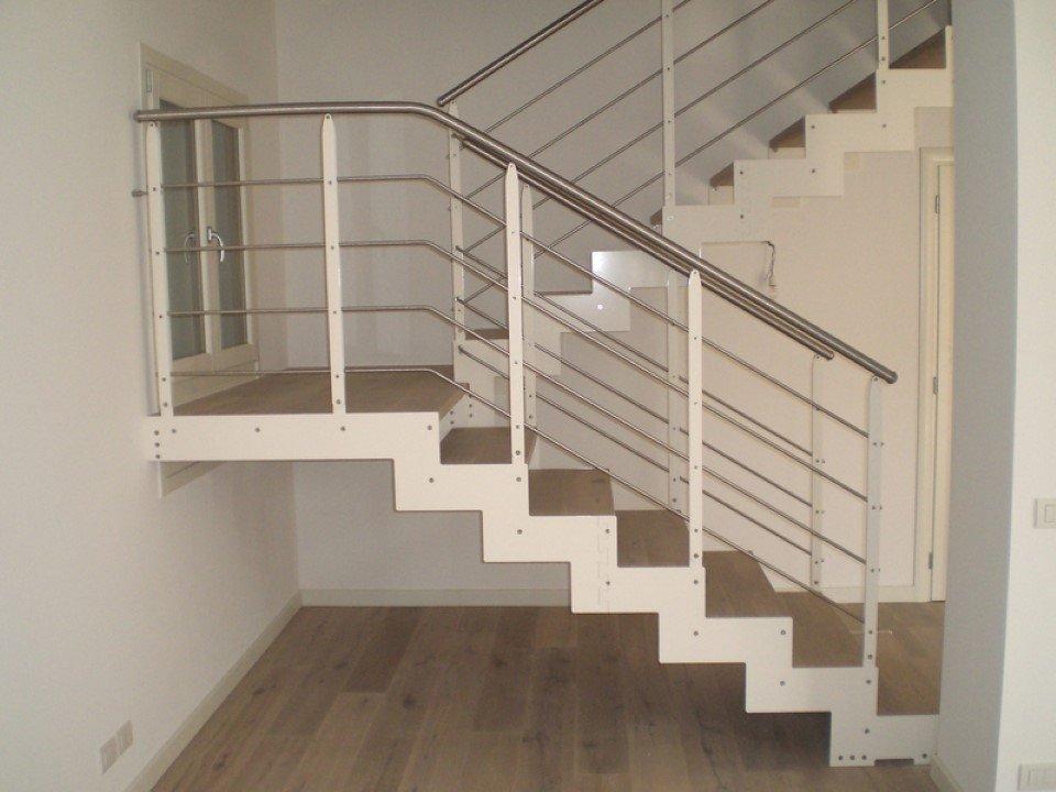 scala da interni prefabbricata in legno e acciaio