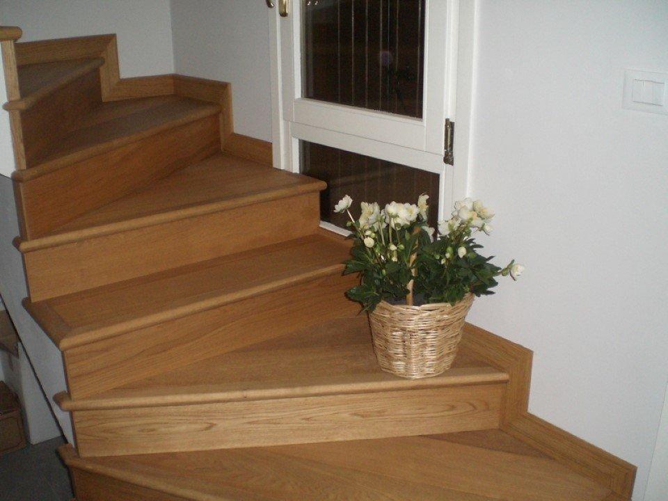 scala da interni in muratura sospesa rivestite in legno