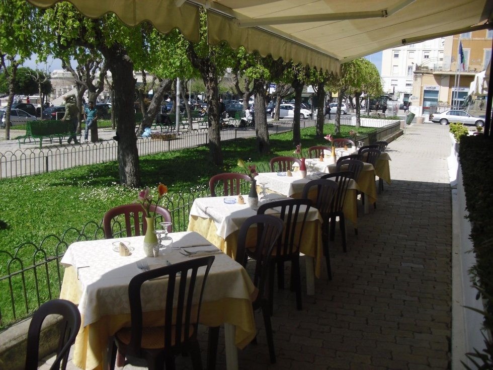 Ristorante civitavecchia roma da baffone - Ristorante con tavoli all aperto roma ...