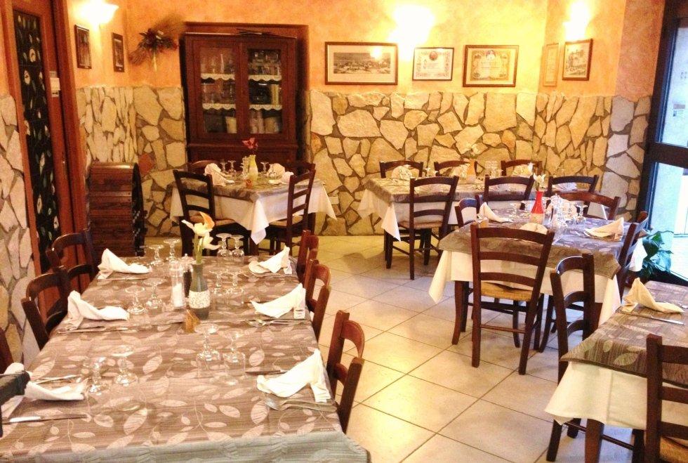 Sala interna ristorante Da Baffone Civitavecchia