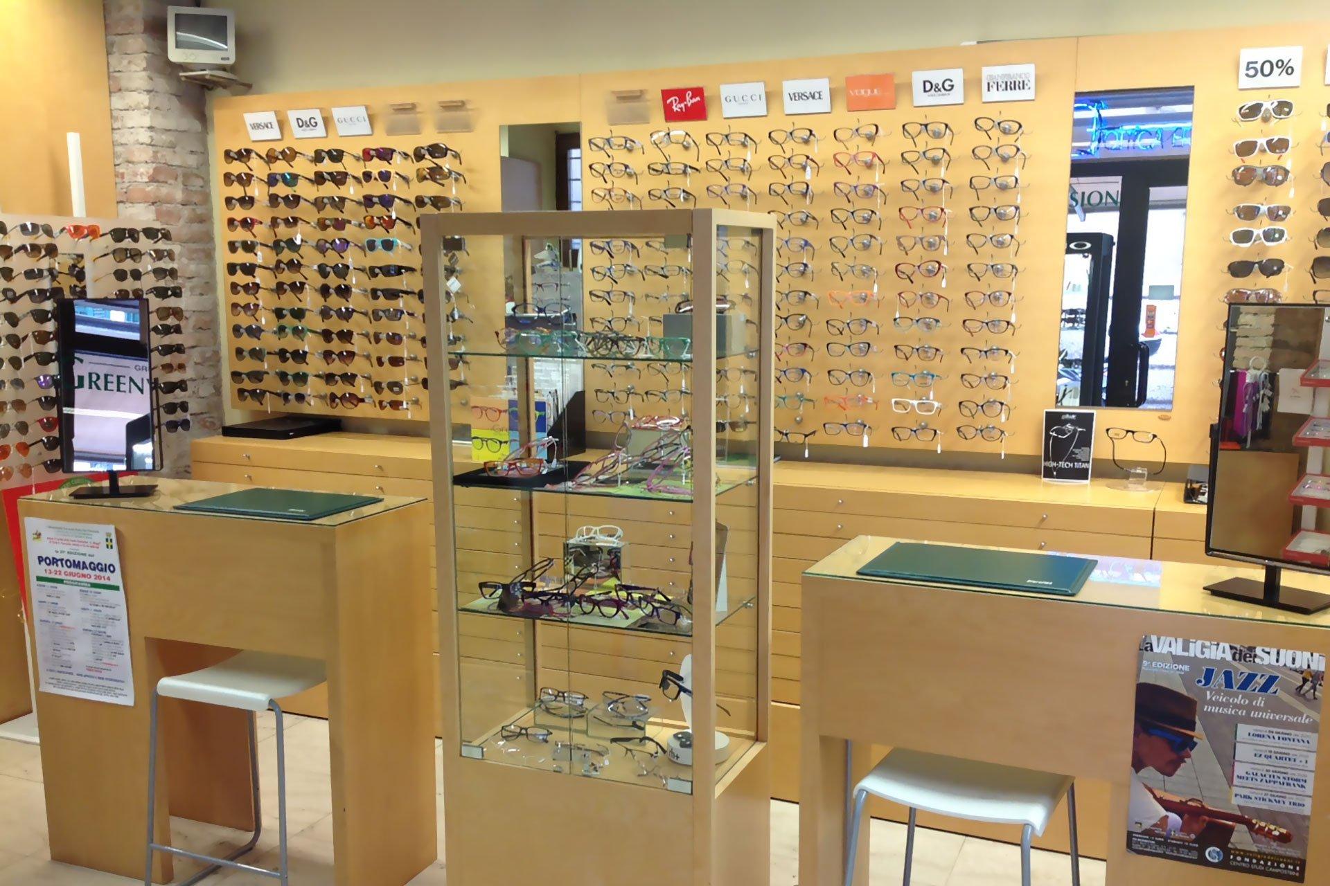esposizione occhiali ottica franco a verona
