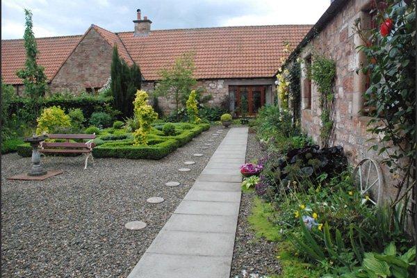 Small gardens scottish borders davidson landscaping for Little garden imports