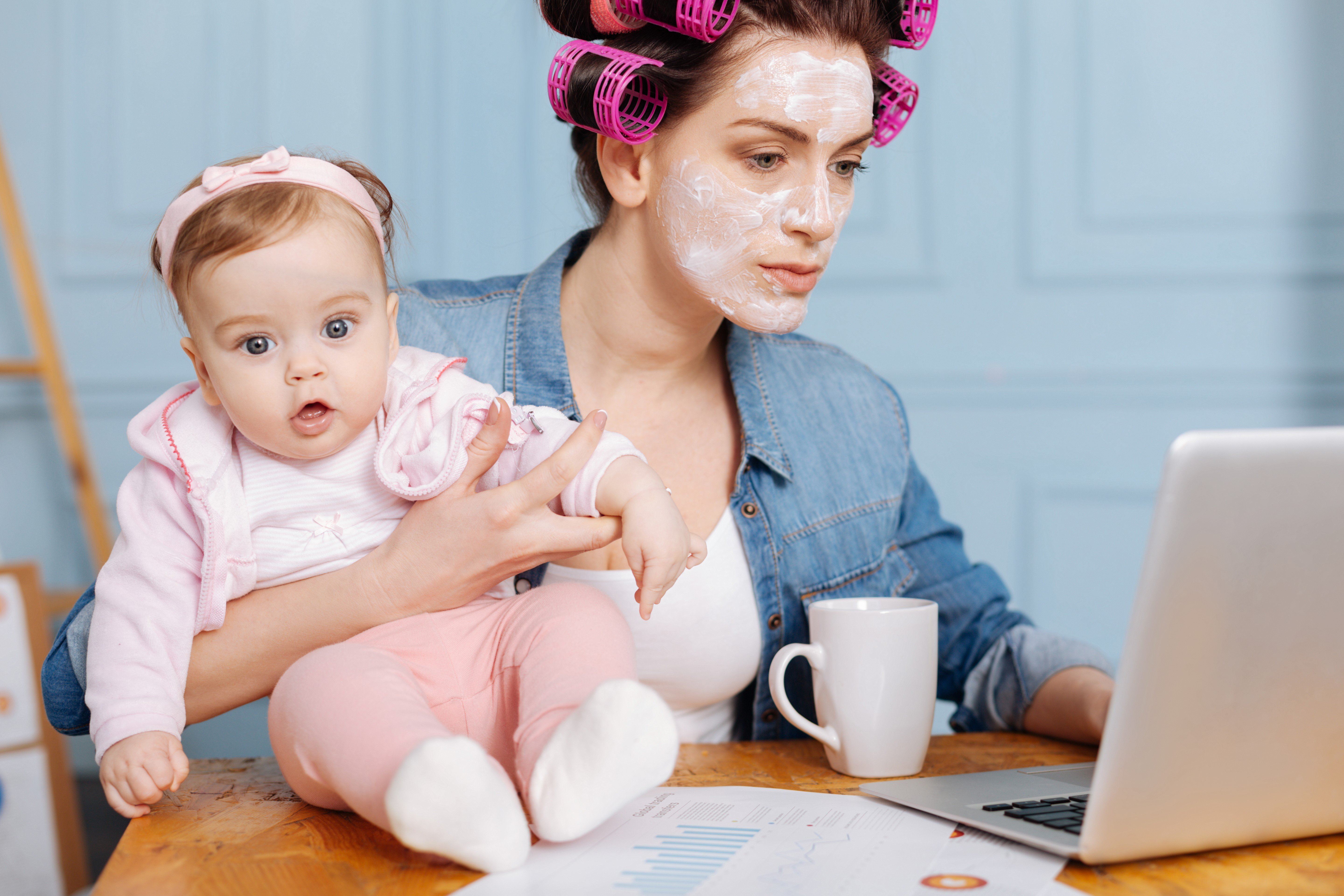 A stay at home mom shops for her new mobile home online.