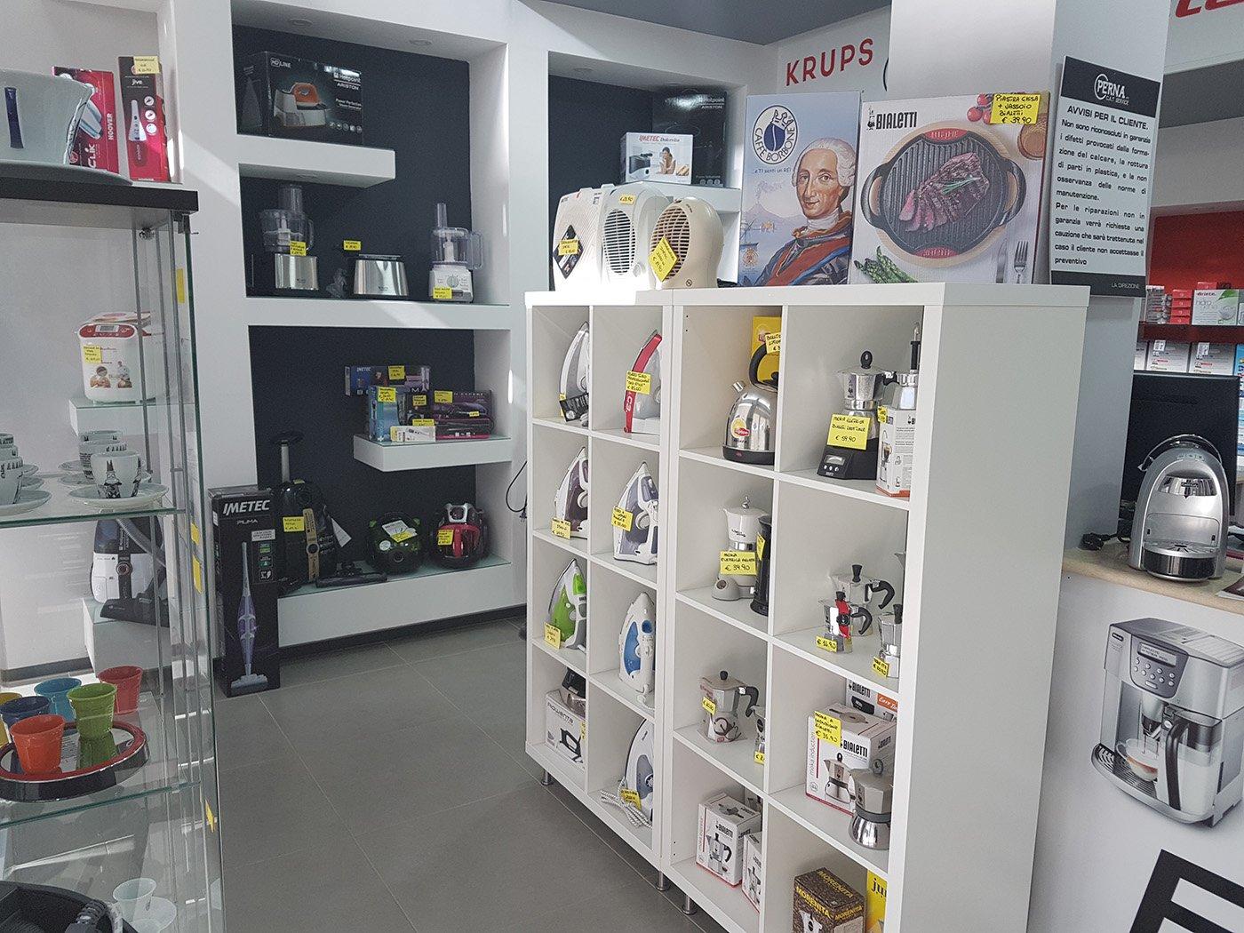 Interni del negozio di elettrodomestici Perna
