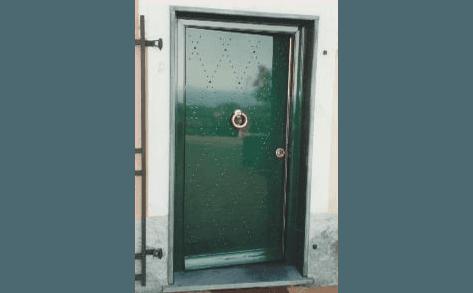 porta blindata da esterno borchiata