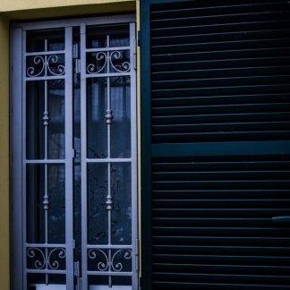 cancello apribile mezza finestra due ante