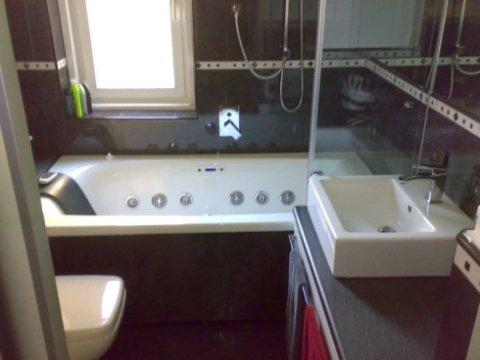 vasca da bagno con idromassaggio