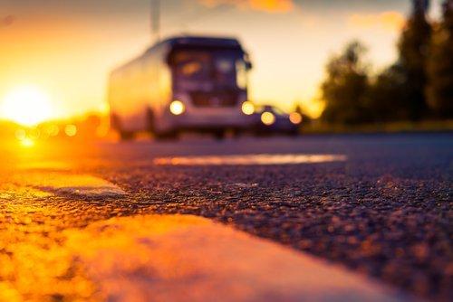 autobus su strada agenzia viaggi avia mata a Pavia