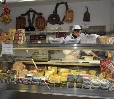 vendita prosciutti, vendita formaggi, vendita prodotti freschi