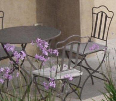 tavoli, complementi d'arredo, arredo urbano