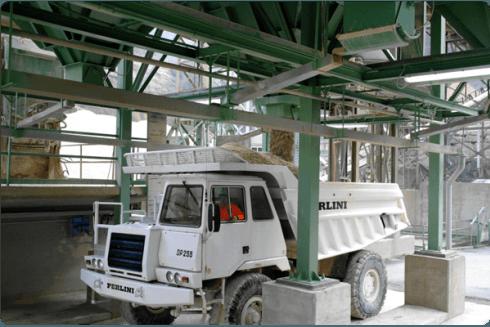 Veduta dal basso del nostro impianto di lavorazione dei materiali.