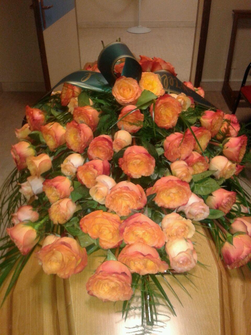 Fiori arancioni per funerali e condoglianze