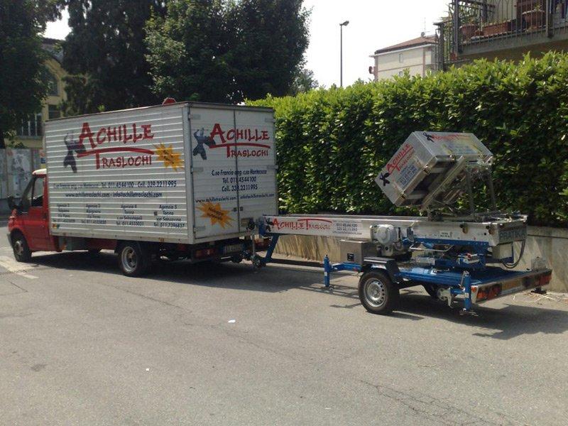 camion traslochi con rimorchio