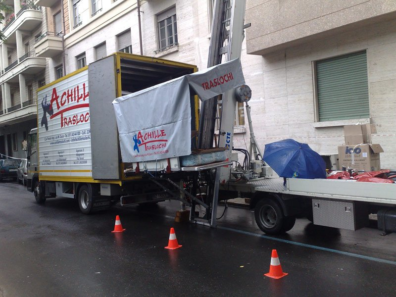 camion con piattaforma traslochi