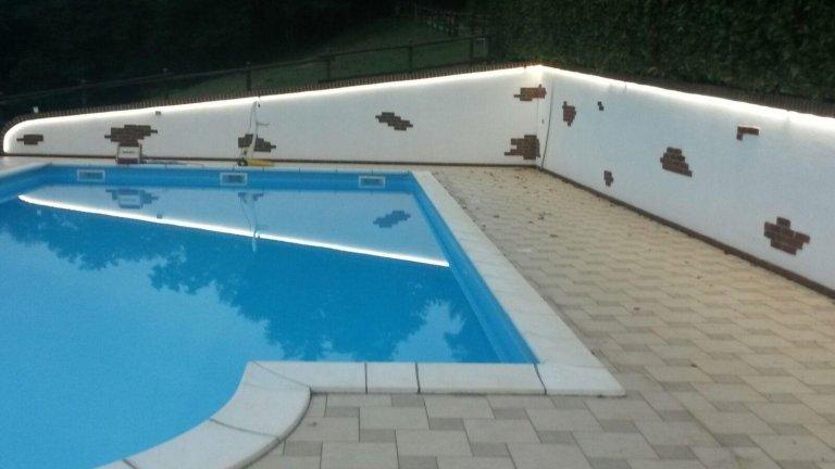 illuminazione bordo piscina