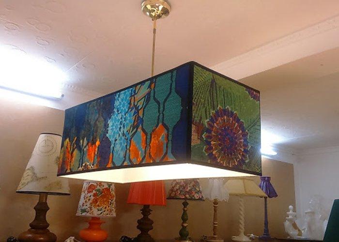 lampadario con colori astratti