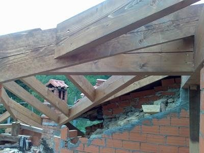 Tetto in costruzione in legno
