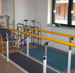 servizi di fisioterapia, assistenza alla camminata, recupero fisico