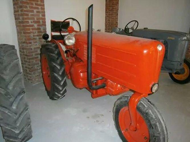 trattore d'epoca arancia