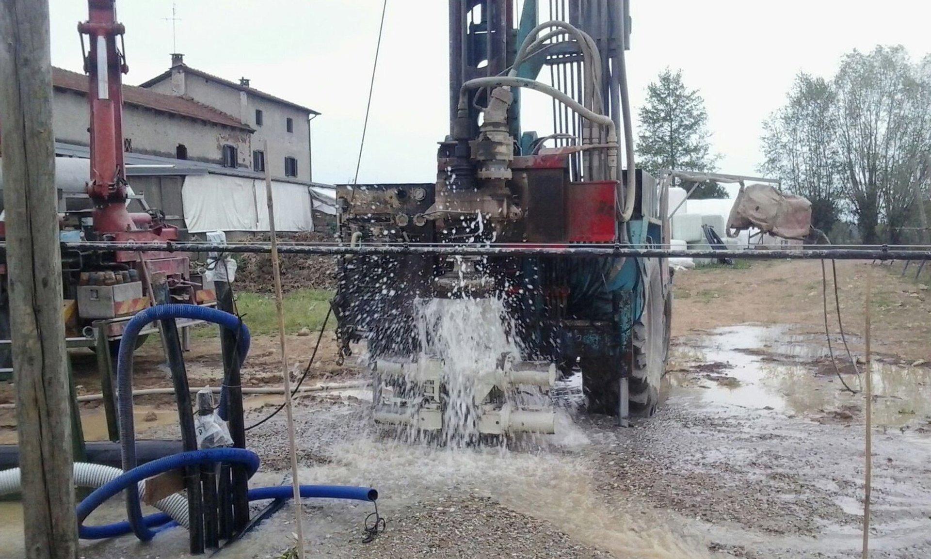 impianto di perforazione della trivellazione dell'acqua con trattore