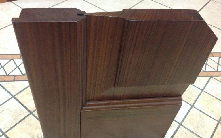 legno scuro per porta