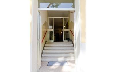scale di ingresso di una casa di riposo