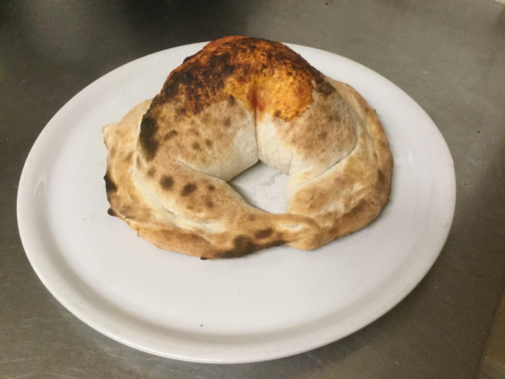calzone in un piatto
