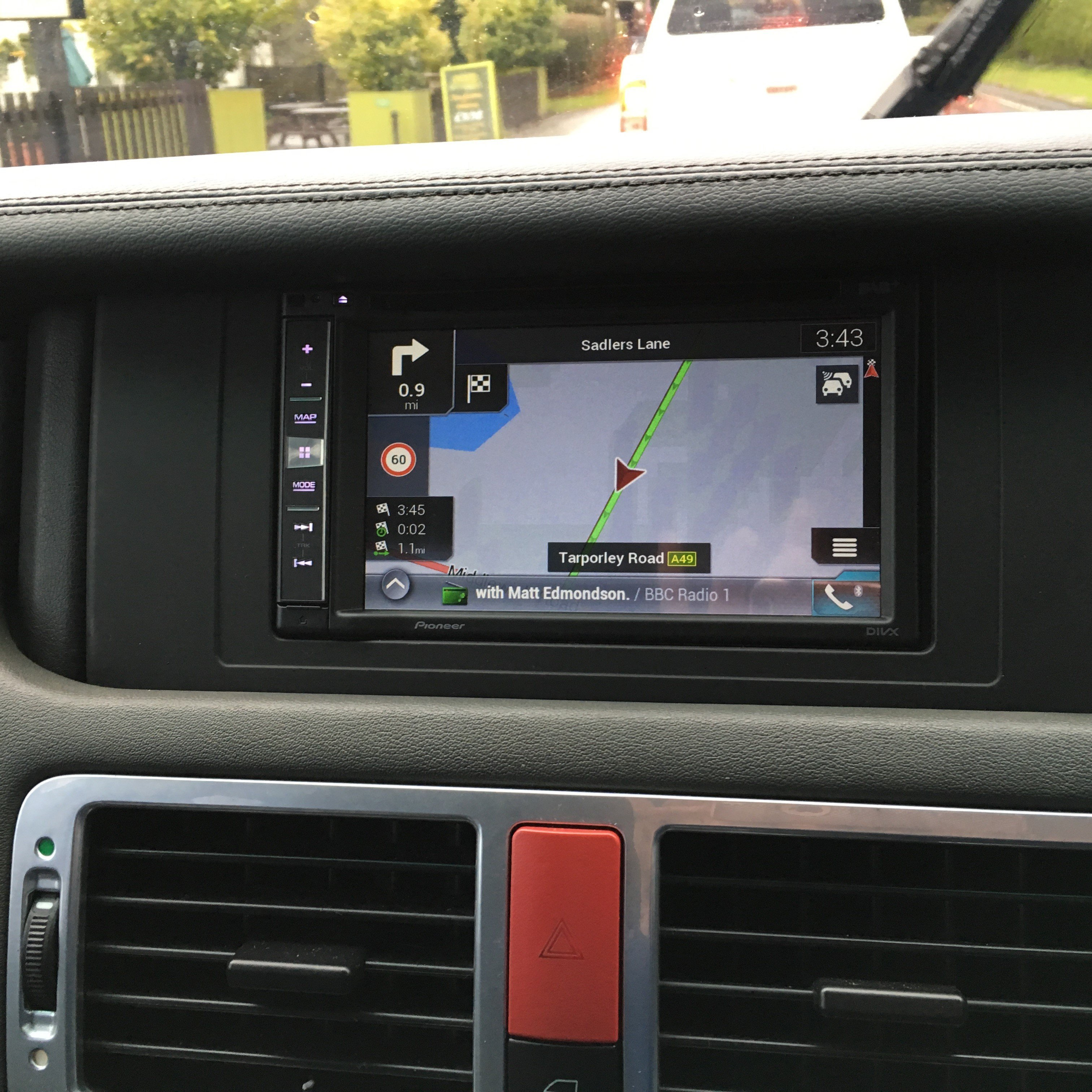 range rover vogue with pioneer avic f980dab. Black Bedroom Furniture Sets. Home Design Ideas