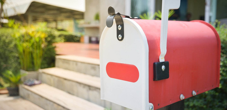 buchetta della posta con lettere