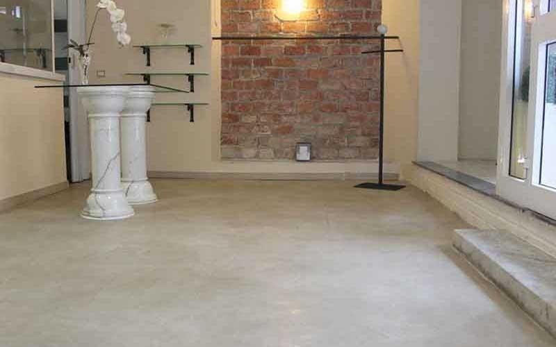 tavolo con piedi in ceramica