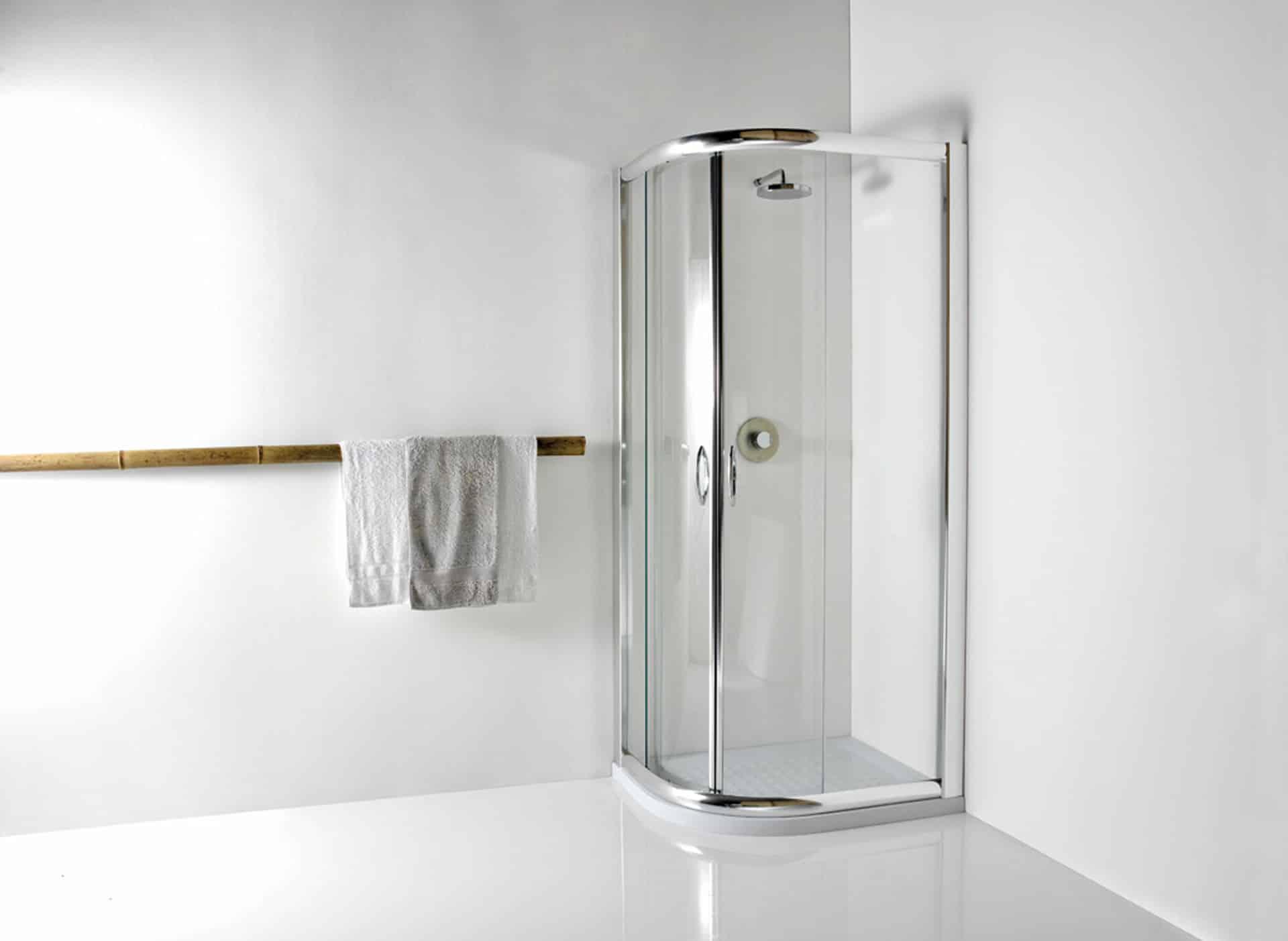 box doccia in vetro con asciugamano