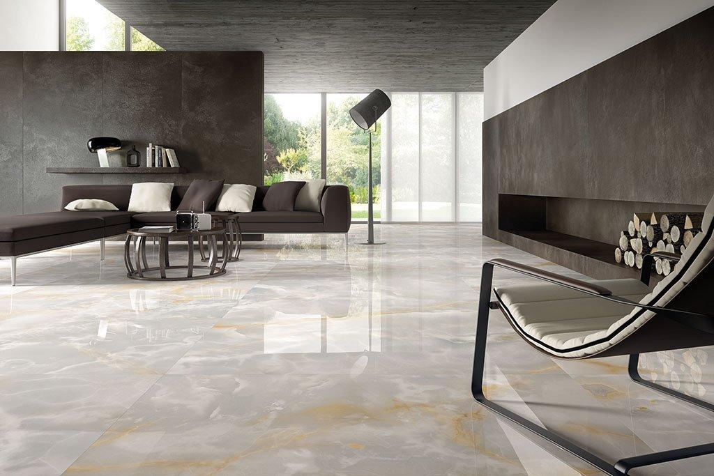 pavimento in piastrelle con poltrona