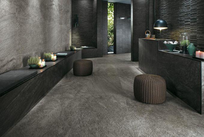 Pavimento e pareti in pietra con bancone in pietra nera e arredamento casa