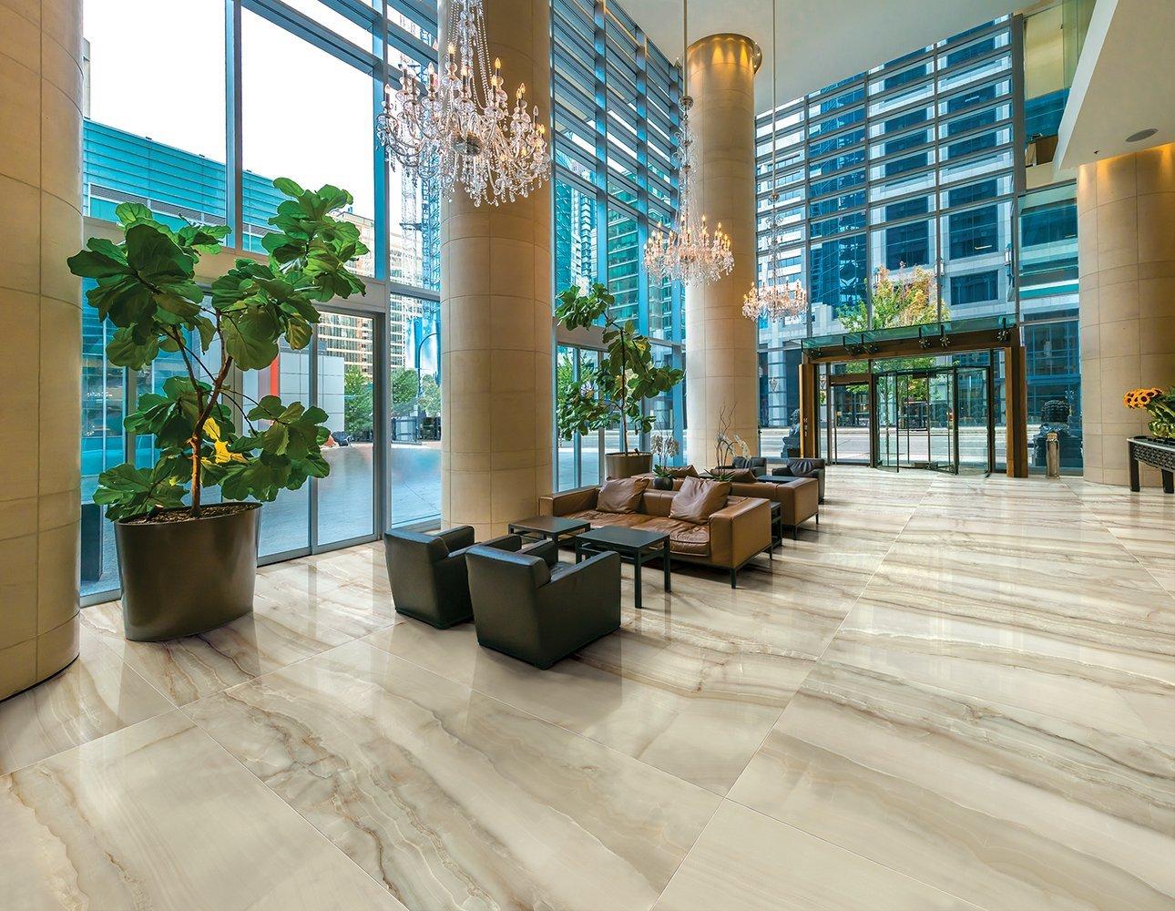moderno centro commerciale, corridoio e ascensori