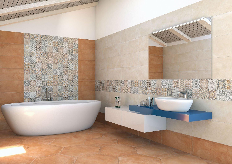 lavabo e vasca da bagno con pavimento in piastrelle e parete decorata