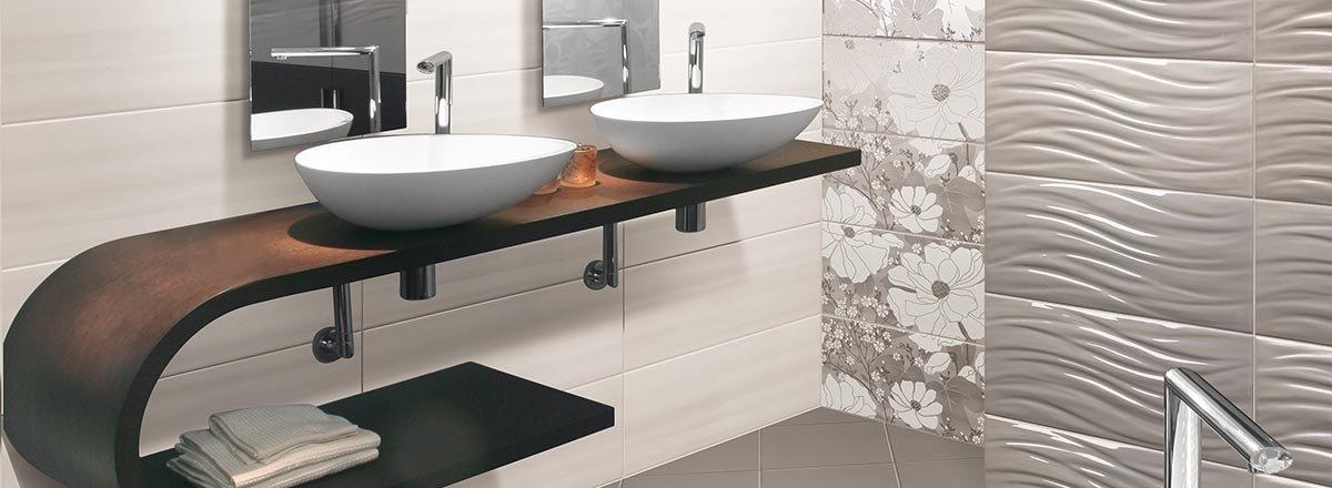 rivestimento termosanitaria con lavabi e specchio in un bagno