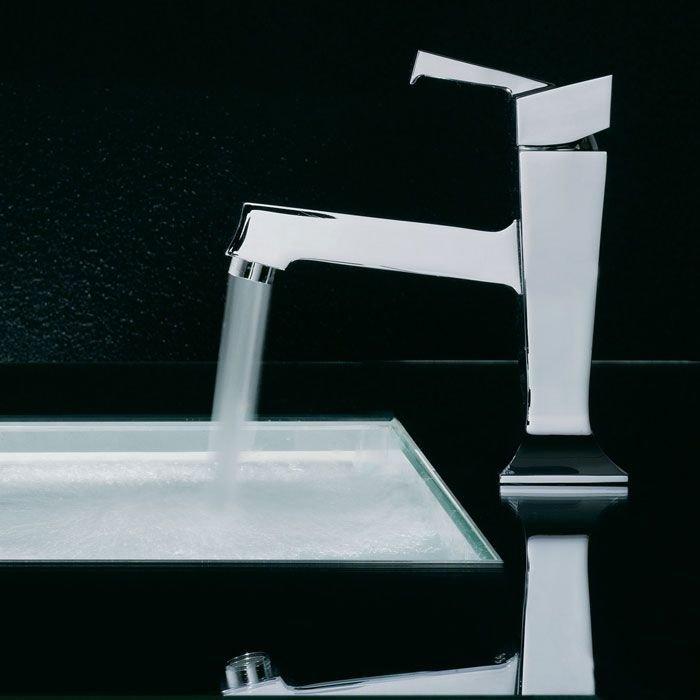 rubinetto scorre in lavabo