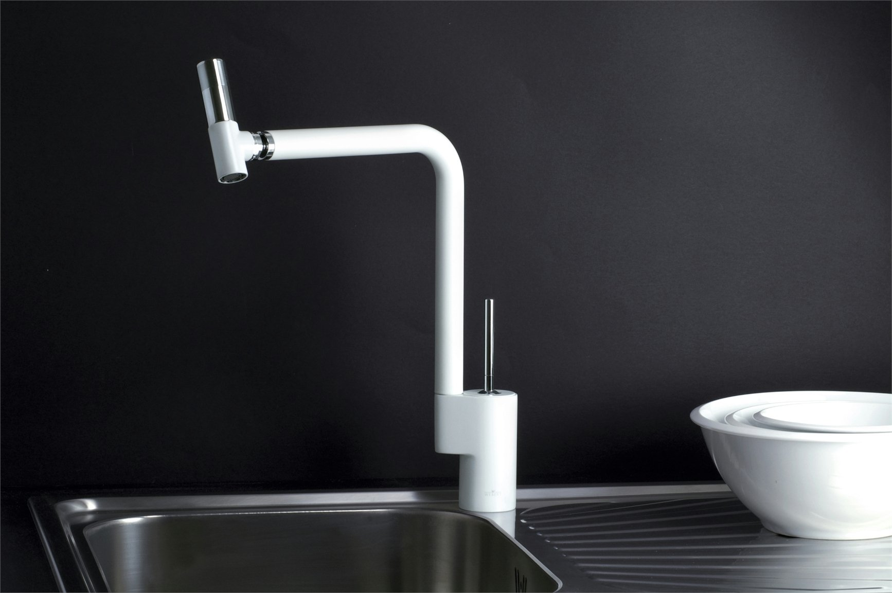 lavabo con rubinetto in stile
