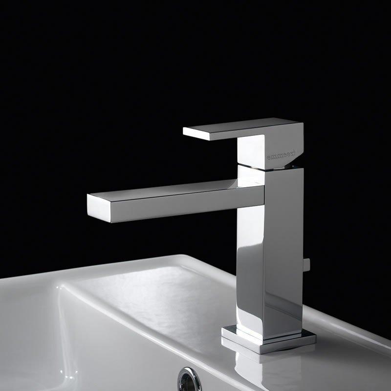 rubenetto con lavabo in un bagno