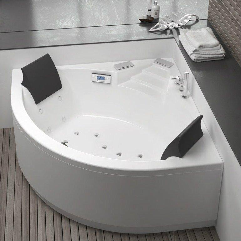 vasca ad angolo con arredo bagno ed accessori