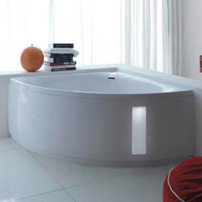 bagno moderno con vasca ad angolo