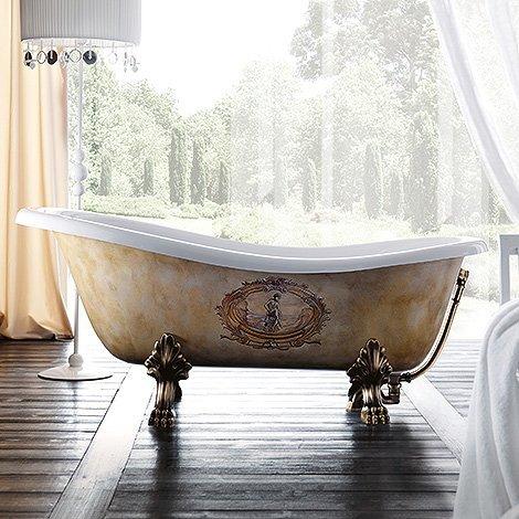 vasca da bagno in medio di una stanza