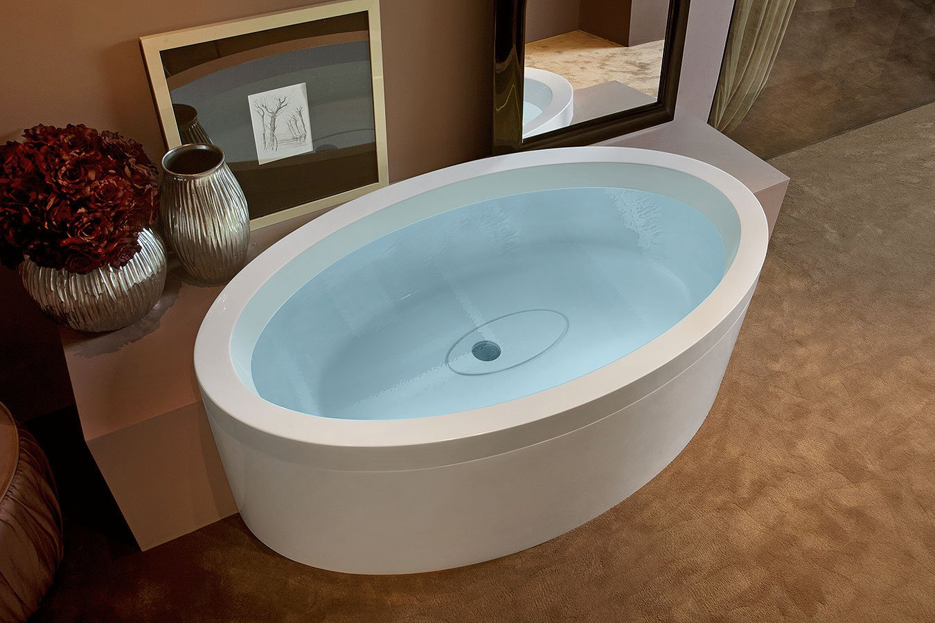 vasca da bagno ovale in acrilico con arredo bagno