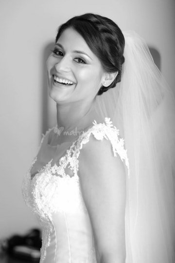 ritratto in bianco e nero di una sposa