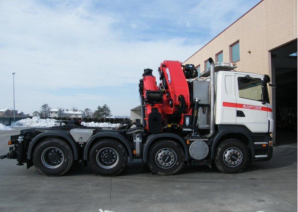 camion gru con braccio estensibile